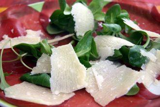 ricette estiva rotolo mozzarella bresaola e rucola