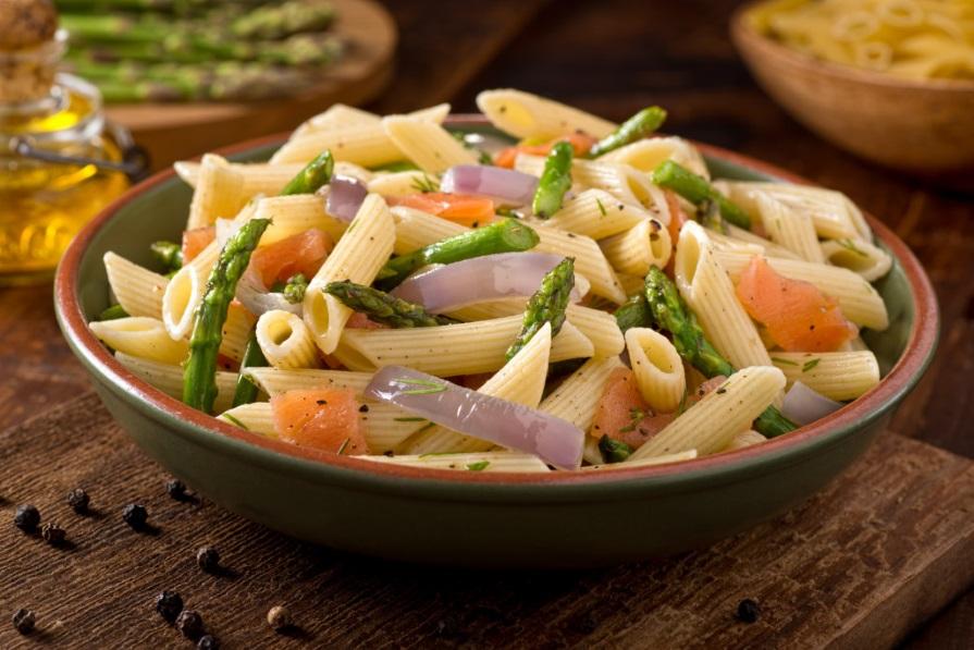 pasta salmone affumicato e asparagi verdi